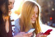 Cadaoz, 2 jeunes femmes avec leur smartphone